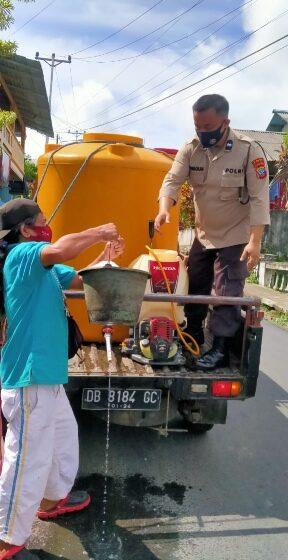 Antisipasi Penyebaran Covid 19, Polsek Tomut Semprot Disinfektan di 10 Kelurahan