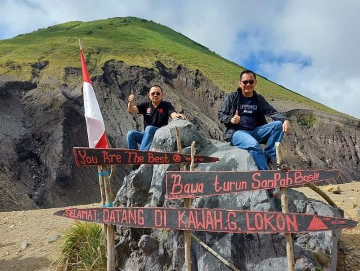 Rela Mendaki Gunung, Caroll – Wenny Tegaskan Lokasi Jalur Kawah Tompaluan Bakal jadi Pariwisata Hebat