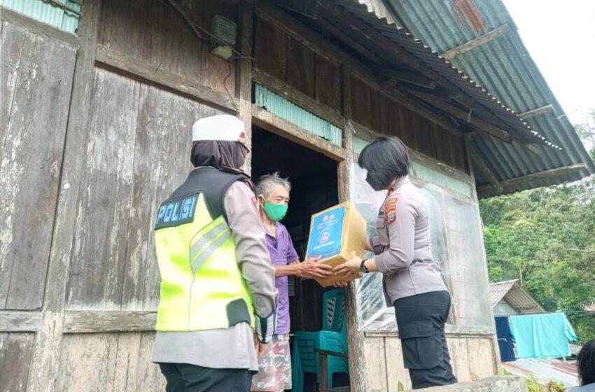Turut Peduli Ditengah Pandemi, Polres Salurkan Bansos Bagi Warga Kurang Mampu