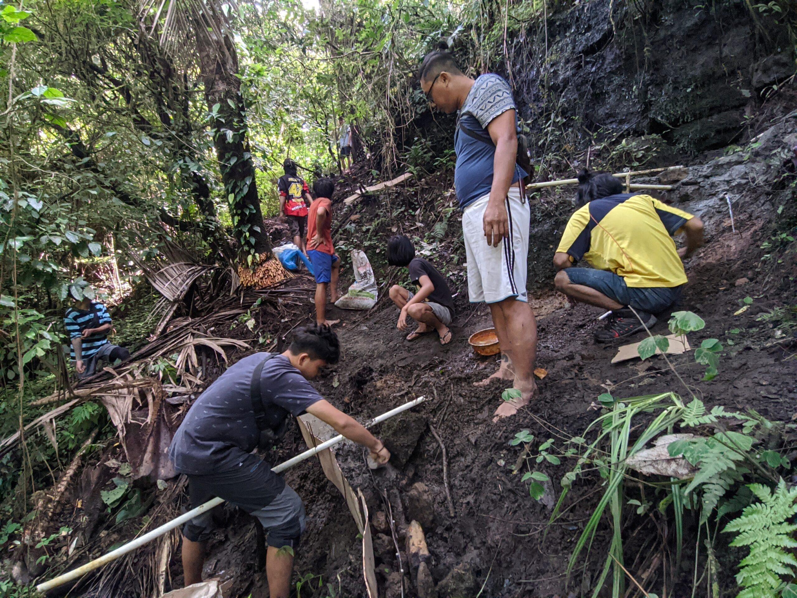 Peduli Hutan Lindung, Komunitas Anak Muda Lestari Bumi Hijau Tanam Bibit Pohon di Kawasan Gunung Soputan